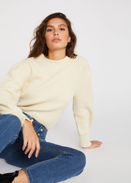 Pull manches longues col a bord festonne beige femme